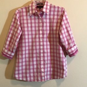 EUC!! Foxcroft Pink Wrinkle Free button Sh…